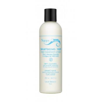 Ce shampooing crémeux nettoie en douceur en donnant aux cheveux secs vitalité et élasticité. Il protège vos boucles et alimente intensément la chevelure et en la préservant de la déshydratation.